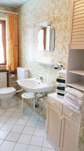 Bad mit Badewanne / WC